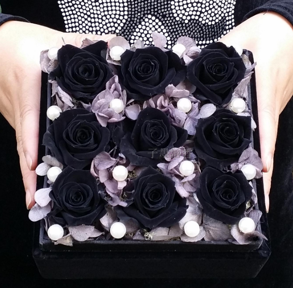 Beautify Your Special Day By Adding Black Rose Box